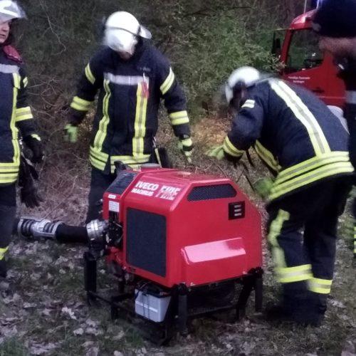 10.04.2019 – Rettung vom Flachdach, Schlauchmanagement