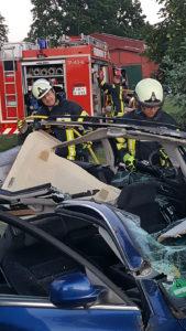 Übung mit Rettungsschere